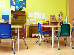 圣诞节画画的学生